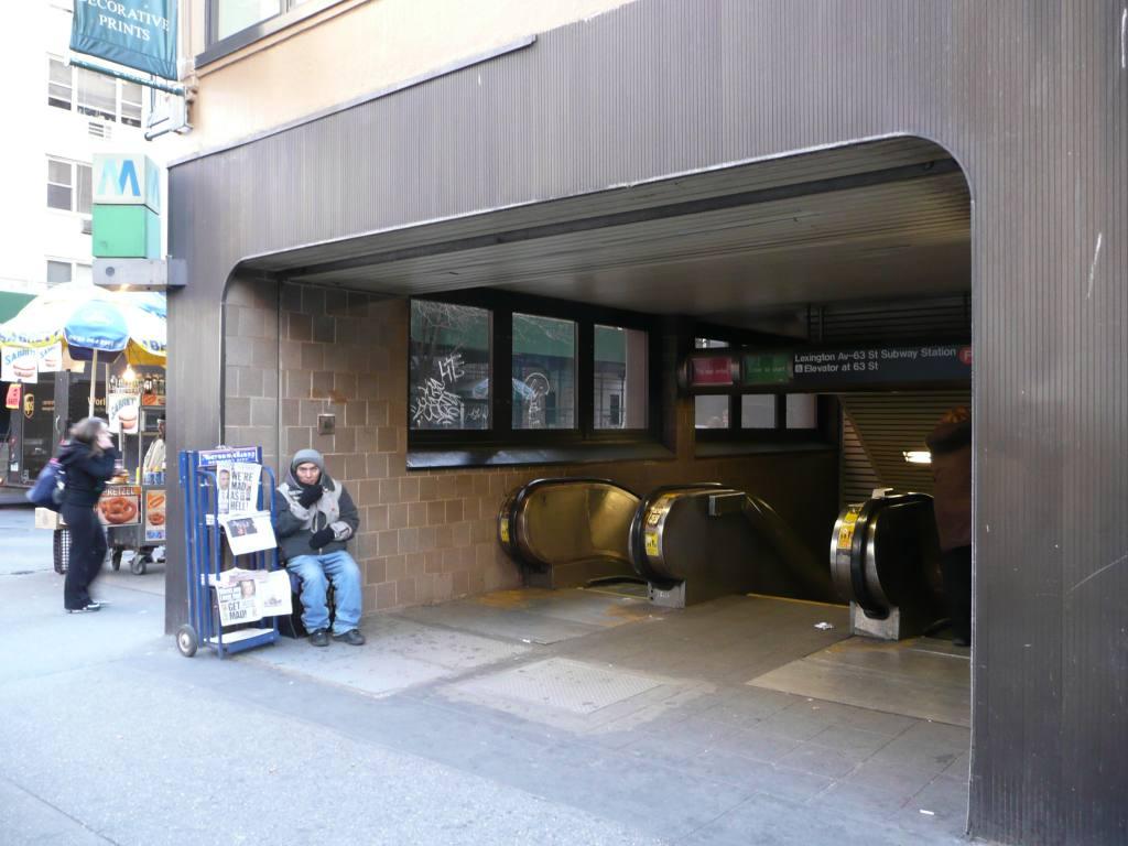 (92k, 1024x768)<br><b>Country:</b> United States<br><b>City:</b> New York<br><b>System:</b> New York City Transit<br><b>Line:</b> IND 63rd Street<br><b>Location:</b> Lexington Avenue-63rd Street <br><b>Photo by:</b> Robbie Rosenfeld<br><b>Date:</b> 3/25/2009<br><b>Notes:</b> Escalator entrance.<br><b>Viewed (this week/total):</b> 1 / 2429