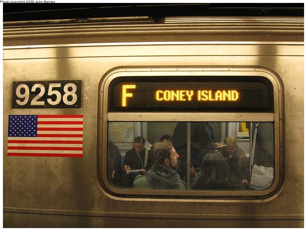 (243k, 1044x788)<br><b>Country:</b> United States<br><b>City:</b> New York<br><b>System:</b> New York City Transit<br><b>Line:</b> IND 6th Avenue Line<br><b>Location:</b> 34th Street/Herald Square <br><b>Route:</b> F<br><b>Car:</b> R-160A (Option 1) (Alstom, 2008-2009, 5 car sets)  9258 <br><b>Photo by:</b> John Barnes<br><b>Date:</b> 3/26/2009<br><b>Viewed (this week/total):</b> 1 / 2239