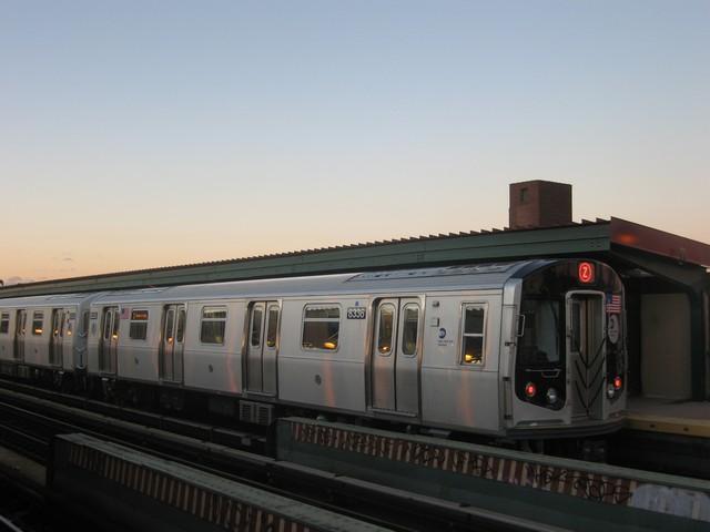 (49k, 640x480)<br><b>Country:</b> United States<br><b>City:</b> New York<br><b>System:</b> New York City Transit<br><b>Line:</b> BMT Nassau Street/Jamaica Line<br><b>Location:</b> Chauncey Street <br><b>Route:</b> Z<br><b>Car:</b> R-160A-1 (Alstom, 2005-2008, 4 car sets)  8338 <br><b>Photo by:</b> Oren H.<br><b>Date:</b> 12/17/2007<br><b>Viewed (this week/total):</b> 1 / 1536