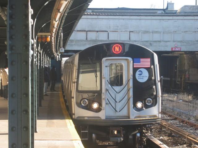 (81k, 640x480)<br><b>Country:</b> United States<br><b>City:</b> New York<br><b>System:</b> New York City Transit<br><b>Line:</b> BMT Sea Beach Line<br><b>Location:</b> 8th Avenue <br><b>Route:</b> N<br><b>Car:</b> R-160B (Kawasaki, 2005-2008)  8802 <br><b>Photo by:</b> Oren H.<br><b>Date:</b> 12/17/2007<br><b>Viewed (this week/total):</b> 0 / 1366
