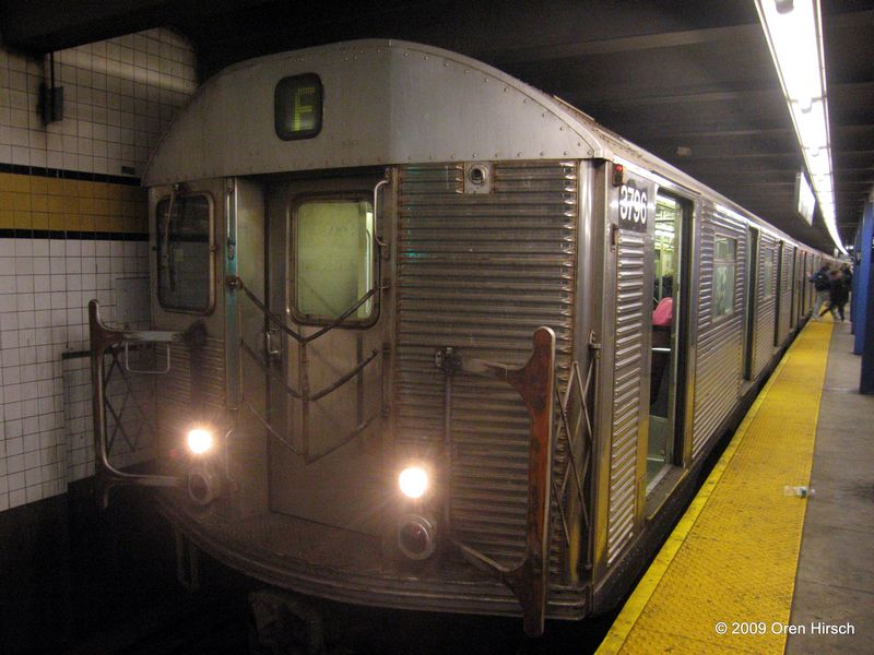 (80k, 800x600)<br><b>Country:</b> United States<br><b>City:</b> New York<br><b>System:</b> New York City Transit<br><b>Line:</b> IND Queens Boulevard Line<br><b>Location:</b> Union Turnpike/Kew Gardens <br><b>Route:</b> F<br><b>Car:</b> R-32 (Budd, 1964)  3796 <br><b>Photo by:</b> Oren H.<br><b>Date:</b> 1/16/2009<br><b>Viewed (this week/total):</b> 1 / 1163
