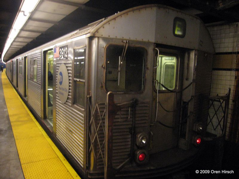 (75k, 800x600)<br><b>Country:</b> United States<br><b>City:</b> New York<br><b>System:</b> New York City Transit<br><b>Line:</b> IND Queens Boulevard Line<br><b>Location:</b> Union Turnpike/Kew Gardens <br><b>Route:</b> F<br><b>Car:</b> R-32 (Budd, 1964)  3912 <br><b>Photo by:</b> Oren H.<br><b>Date:</b> 1/16/2009<br><b>Viewed (this week/total):</b> 0 / 1140