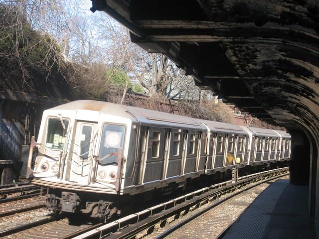 (112k, 640x480)<br><b>Country:</b> United States<br><b>City:</b> New York<br><b>System:</b> New York City Transit<br><b>Line:</b> BMT Brighton Line<br><b>Location:</b> Beverley Road <br><b>Route:</b> B<br><b>Car:</b> R-40 (St. Louis, 1968)  4331 <br><b>Photo by:</b> Oren H.<br><b>Date:</b> 12/17/2007<br><b>Viewed (this week/total):</b> 0 / 1172