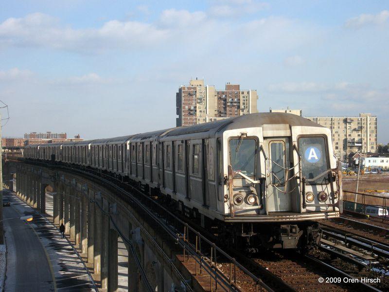 (77k, 800x600)<br><b>Country:</b> United States<br><b>City:</b> New York<br><b>System:</b> New York City Transit<br><b>Line:</b> IND Rockaway<br><b>Location:</b> Beach 67th Street/Gaston Avenue <br><b>Route:</b> A<br><b>Car:</b> R-40 (St. Louis, 1968)  4425 <br><b>Photo by:</b> Oren H.<br><b>Date:</b> 1/16/2009<br><b>Viewed (this week/total):</b> 0 / 1128