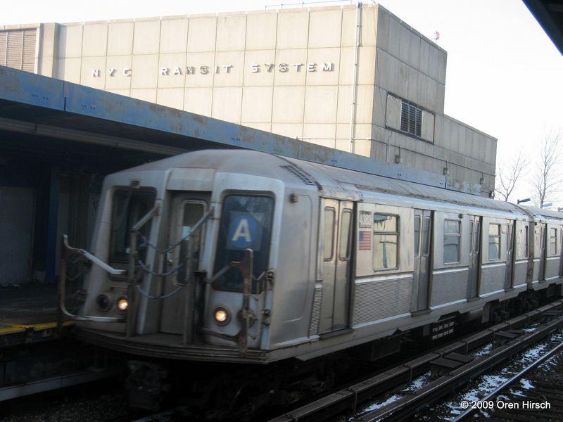 (68k, 800x600)<br><b>Country:</b> United States<br><b>City:</b> New York<br><b>System:</b> New York City Transit<br><b>Line:</b> IND Rockaway<br><b>Location:</b> Broad Channel <br><b>Route:</b> A<br><b>Car:</b> R-40 (St. Louis, 1968)  4383 <br><b>Photo by:</b> Oren H.<br><b>Date:</b> 1/16/2009<br><b>Viewed (this week/total):</b> 2 / 1137
