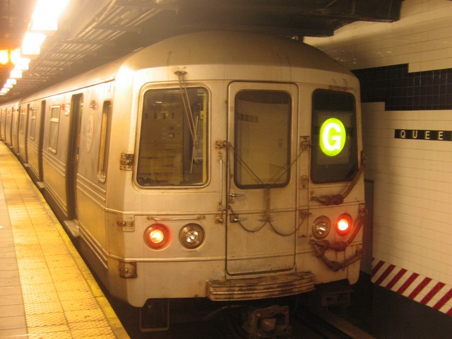 (70k, 640x480)<br><b>Country:</b> United States<br><b>City:</b> New York<br><b>System:</b> New York City Transit<br><b>Line:</b> IND Queens Boulevard Line<br><b>Location:</b> Queens Plaza <br><b>Route:</b> G<br><b>Car:</b> R-46 (Pullman-Standard, 1974-75) 5594 <br><b>Photo by:</b> Oren H.<br><b>Date:</b> 12/16/2007<br><b>Viewed (this week/total):</b> 0 / 984