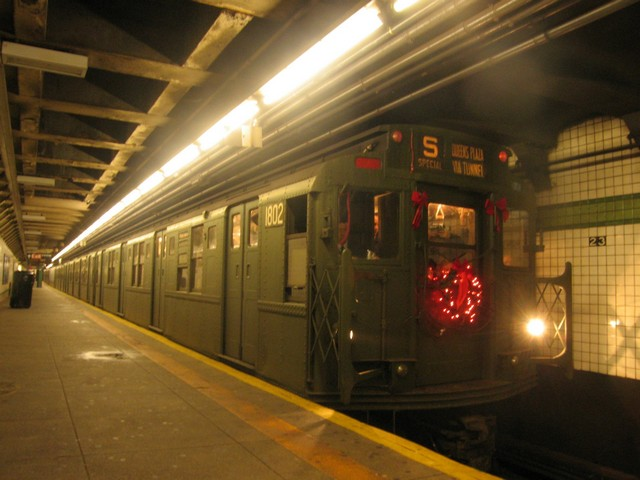 (72k, 640x480)<br><b>Country:</b> United States<br><b>City:</b> New York<br><b>System:</b> New York City Transit<br><b>Line:</b> IND 6th Avenue Line<br><b>Location:</b> 23rd Street <br><b>Route:</b> Museum Train Service (V)<br><b>Car:</b> R-9 (Pressed Steel, 1940)  1802 <br><b>Photo by:</b> Oren H.<br><b>Date:</b> 12/16/2007<br><b>Viewed (this week/total):</b> 4 / 1269