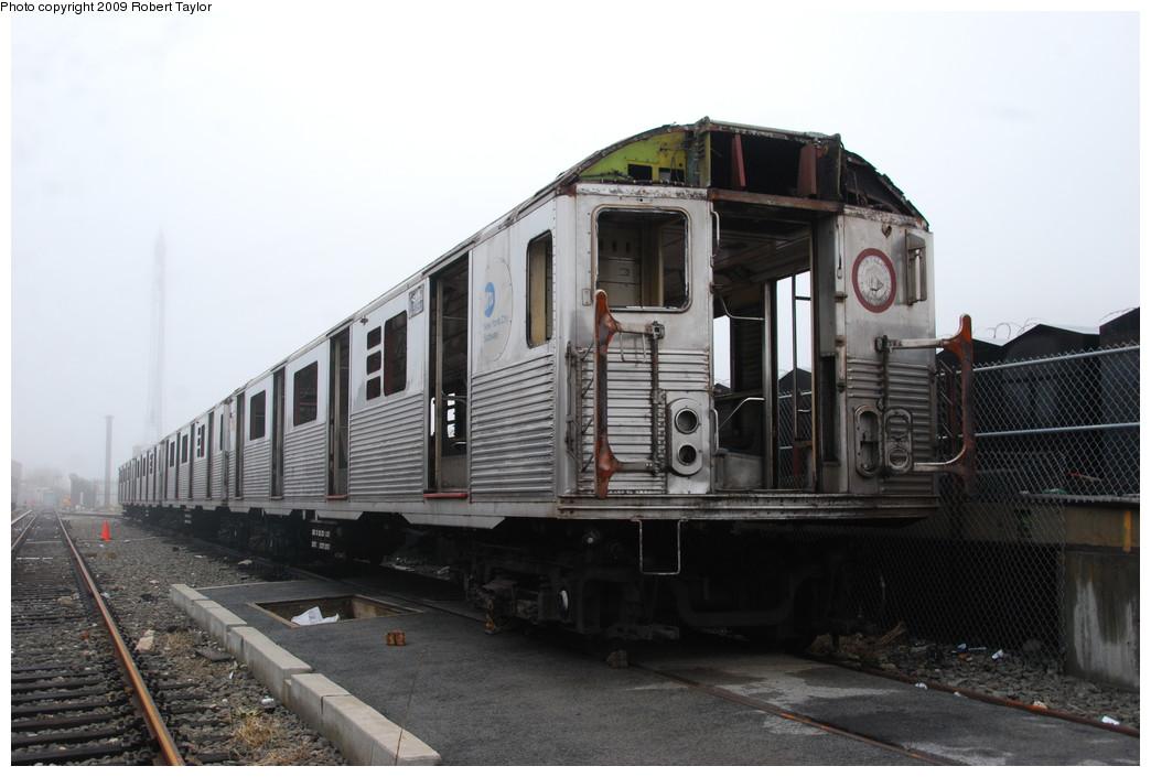 (220k, 1044x705)<br><b>Country:</b> United States<br><b>City:</b> New York<br><b>System:</b> New York City Transit<br><b>Location:</b> 207th Street Yard<br><b>Car:</b> R-38 (St. Louis, 1966-1967)  3970 <br><b>Photo by:</b> Robert Taylor<br><b>Date:</b> 3/29/2009<br><b>Notes:</b> Scrap<br><b>Viewed (this week/total):</b> 5 / 999