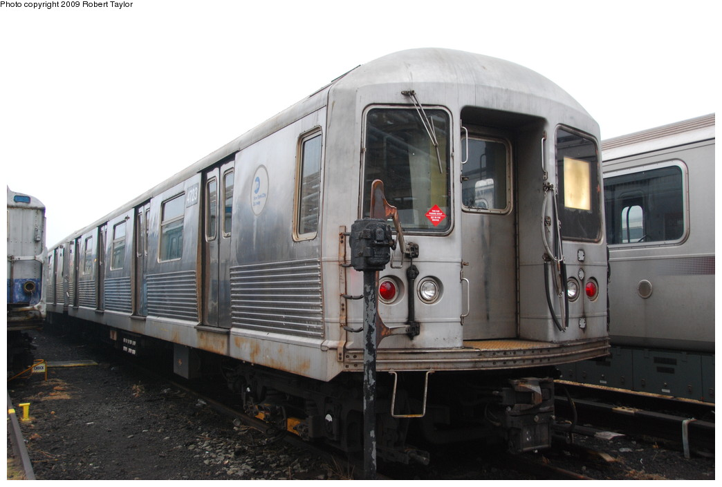 (212k, 1044x705)<br><b>Country:</b> United States<br><b>City:</b> New York<br><b>System:</b> New York City Transit<br><b>Location:</b> 207th Street Yard<br><b>Car:</b> R-42 (St. Louis, 1969-1970)  4723 <br><b>Photo by:</b> Robert Taylor<br><b>Date:</b> 3/29/2009<br><b>Viewed (this week/total):</b> 0 / 1072