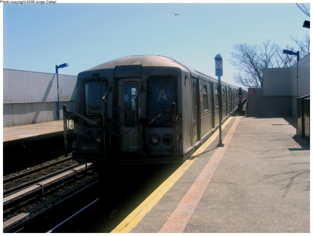 (206k, 1044x788)<br><b>Country:</b> United States<br><b>City:</b> New York<br><b>System:</b> New York City Transit<br><b>Line:</b> IND Rockaway<br><b>Location:</b> Broad Channel <br><b>Route:</b> A<br><b>Car:</b> R-40 (St. Louis, 1968)  4347 <br><b>Photo by:</b> Jorge Catayi<br><b>Date:</b> 3/23/2009<br><b>Viewed (this week/total):</b> 1 / 1212