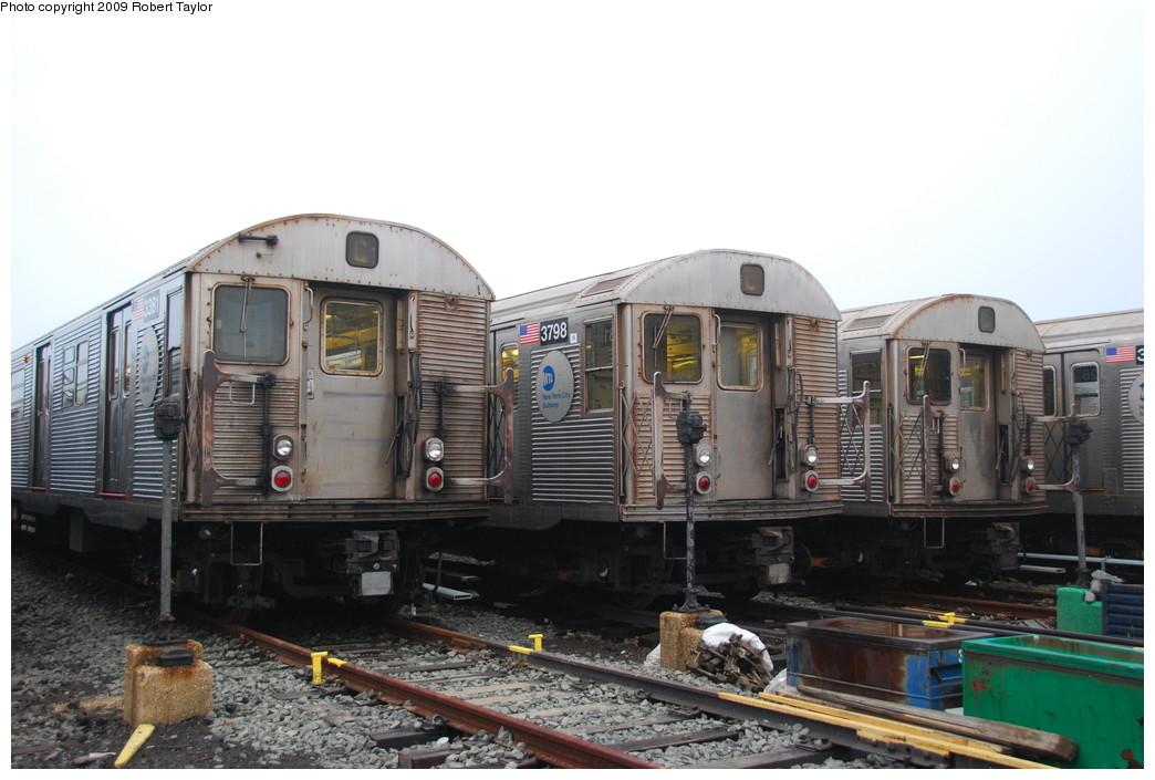(234k, 1044x705)<br><b>Country:</b> United States<br><b>City:</b> New York<br><b>System:</b> New York City Transit<br><b>Location:</b> 207th Street Yard<br><b>Car:</b> R-32 (Budd, 1964)  3381/3798 <br><b>Photo by:</b> Robert Taylor<br><b>Date:</b> 3/29/2009<br><b>Viewed (this week/total):</b> 0 / 1421