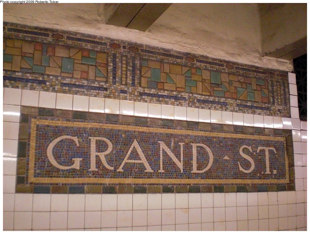 (264k, 1044x788)<br><b>Country:</b> United States<br><b>City:</b> New York<br><b>System:</b> New York City Transit<br><b>Line:</b> BMT Canarsie Line<br><b>Location:</b> Grand Street <br><b>Photo by:</b> Roberto C. Tobar<br><b>Date:</b> 4/2/2009<br><b>Notes:</b> Mosaic name tablet.<br><b>Viewed (this week/total):</b> 1 / 928