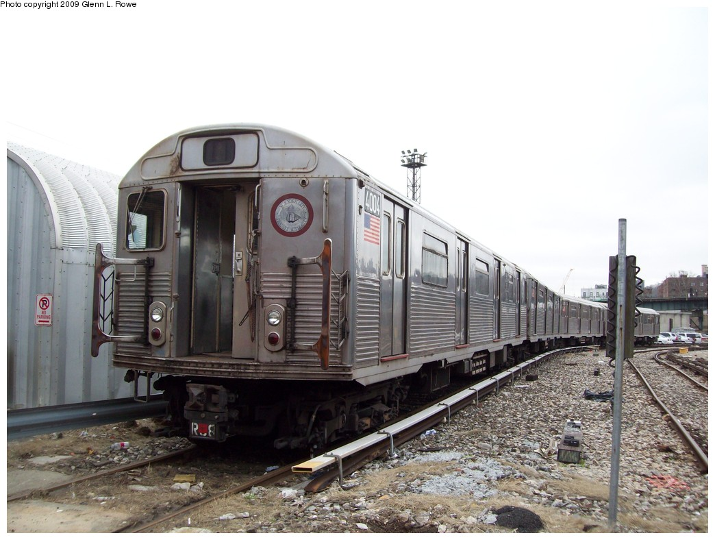 (210k, 1044x788)<br><b>Country:</b> United States<br><b>City:</b> New York<br><b>System:</b> New York City Transit<br><b>Location:</b> 207th Street Yard<br><b>Car:</b> R-38 (St. Louis, 1966-1967)  4004 <br><b>Photo by:</b> Glenn L. Rowe<br><b>Date:</b> 4/1/2009<br><b>Viewed (this week/total):</b> 0 / 888