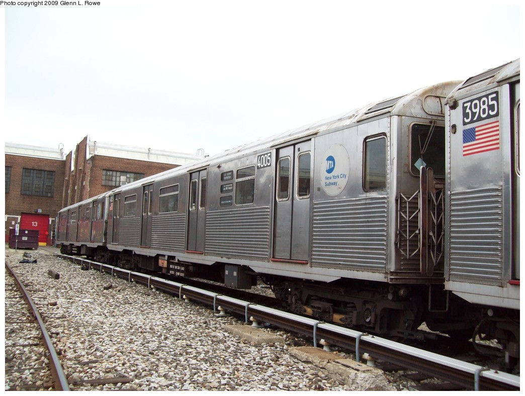 (231k, 1044x788)<br><b>Country:</b> United States<br><b>City:</b> New York<br><b>System:</b> New York City Transit<br><b>Location:</b> 207th Street Yard<br><b>Car:</b> R-38 (St. Louis, 1966-1967)  4005 <br><b>Photo by:</b> Glenn L. Rowe<br><b>Date:</b> 4/1/2009<br><b>Viewed (this week/total):</b> 0 / 757