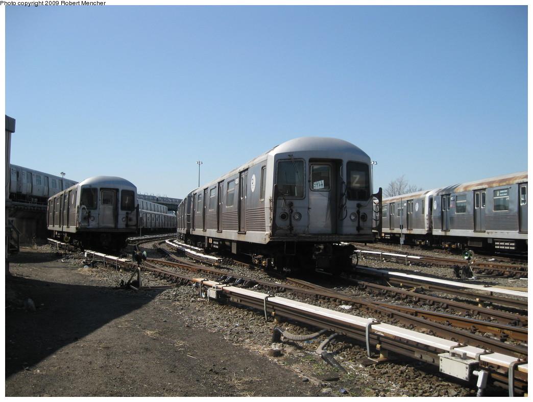 (220k, 1044x788)<br><b>Country:</b> United States<br><b>City:</b> New York<br><b>System:</b> New York City Transit<br><b>Location:</b> East New York Yard/Shops<br><b>Car:</b> R-42 (St. Louis, 1969-1970)  4828 <br><b>Photo by:</b> Robert Mencher<br><b>Date:</b> 3/31/2009<br><b>Viewed (this week/total):</b> 0 / 827