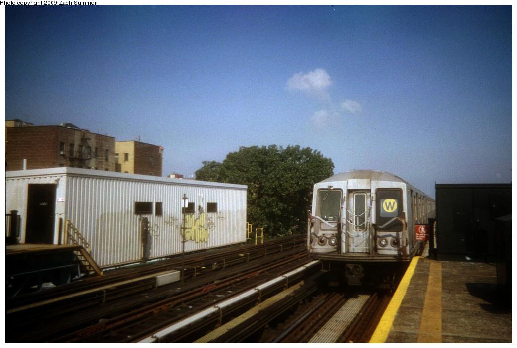 (224k, 1044x703)<br><b>Country:</b> United States<br><b>City:</b> New York<br><b>System:</b> New York City Transit<br><b>Line:</b> BMT Astoria Line<br><b>Location:</b> 36th/Washington Aves. <br><b>Route:</b> W<br><b>Car:</b> R-40 (St. Louis, 1968)   <br><b>Photo by:</b> Zach Summer<br><b>Date:</b> 9/2005<br><b>Viewed (this week/total):</b> 1 / 994