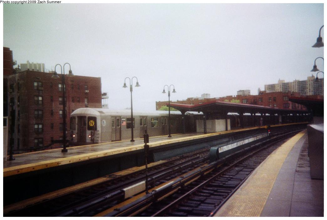 (207k, 1044x703)<br><b>Country:</b> United States<br><b>City:</b> New York<br><b>System:</b> New York City Transit<br><b>Line:</b> BMT Brighton Line<br><b>Location:</b> Ocean Parkway <br><b>Route:</b> N reroute<br><b>Car:</b> R-42 (St. Louis, 1969-1970)  4946 <br><b>Photo by:</b> Zach Summer<br><b>Date:</b> 4/2006<br><b>Viewed (this week/total):</b> 1 / 1305