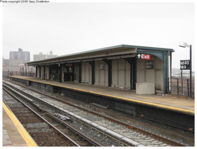 (115k, 820x620)<br><b>Country:</b> United States<br><b>City:</b> New York<br><b>System:</b> New York City Transit<br><b>Line:</b> IND Rockaway<br><b>Location:</b> Beach 44th Street/Frank Avenue <br><b>Photo by:</b> Gary Chatterton<br><b>Date:</b> 4/1/2009<br><b>Viewed (this week/total):</b> 0 / 790