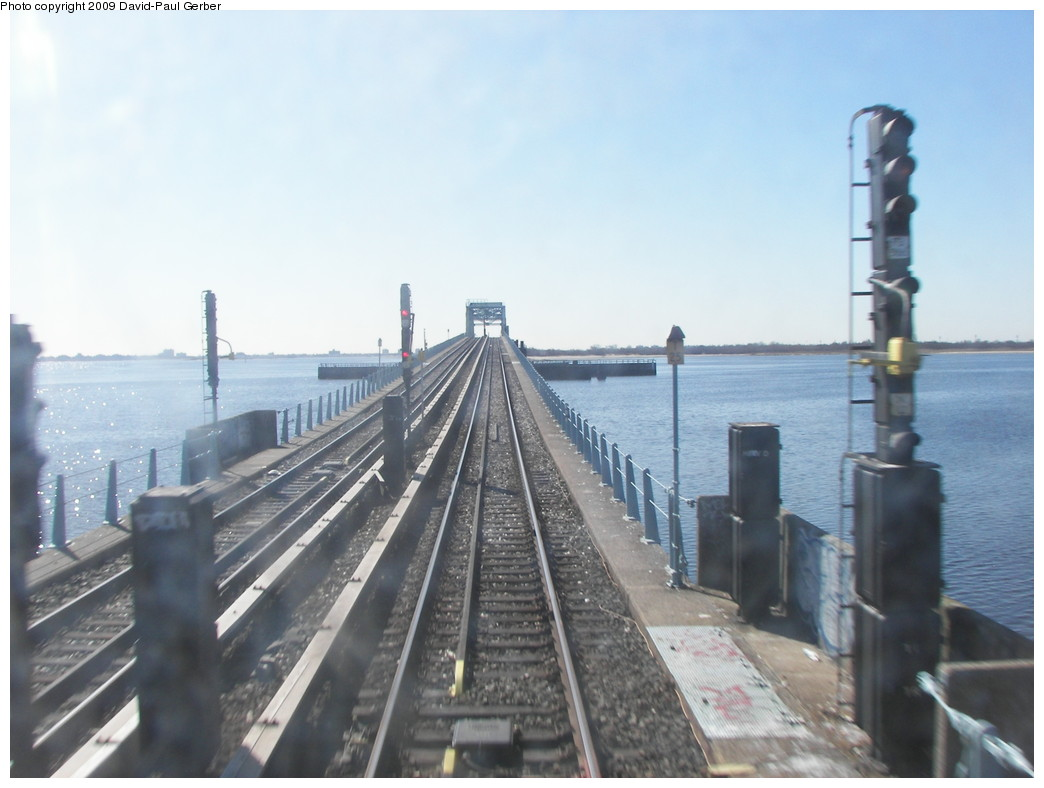 (217k, 1044x788)<br><b>Country:</b> United States<br><b>City:</b> New York<br><b>System:</b> New York City Transit<br><b>Line:</b> IND Rockaway<br><b>Location:</b> North Channel Bridge <br><b>Photo by:</b> David-Paul Gerber<br><b>Date:</b> 3/21/2009<br><b>Viewed (this week/total):</b> 0 / 1569