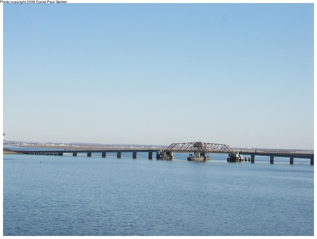 (184k, 1044x788)<br><b>Country:</b> United States<br><b>City:</b> New York<br><b>System:</b> New York City Transit<br><b>Line:</b> IND Rockaway<br><b>Location:</b> South Channel Bridge <br><b>Photo by:</b> David-Paul Gerber<br><b>Date:</b> 3/21/2009<br><b>Viewed (this week/total):</b> 0 / 493