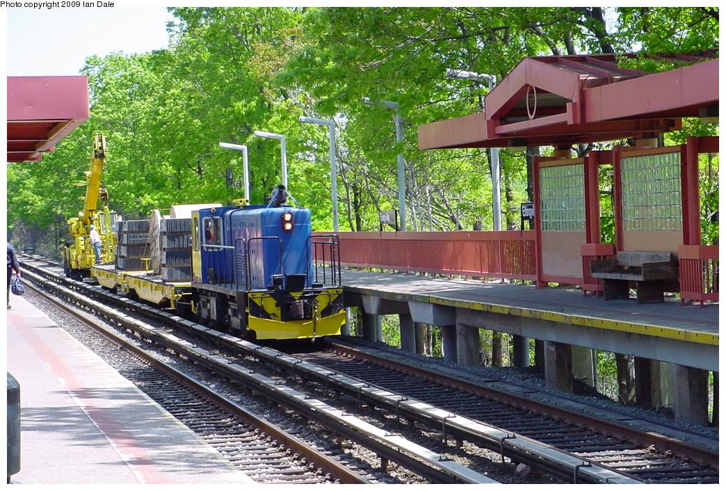 (321k, 1044x706)<br><b>Country:</b> United States<br><b>City:</b> New York<br><b>System:</b> New York City Transit<br><b>Line:</b> SIRT<br><b>Location:</b> Eltingville <br><b>Photo by:</b> Ian Dale<br><b>Date:</b> 5/11/2002<br><b>Viewed (this week/total):</b> 0 / 976