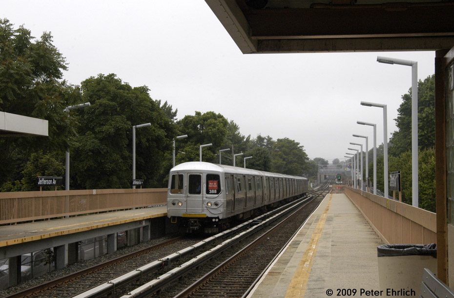 (193k, 930x611)<br><b>Country:</b> United States<br><b>City:</b> New York<br><b>System:</b> New York City Transit<br><b>Line:</b> SIRT<br><b>Location:</b> Jefferson Avenue <br><b>Car:</b> R-44 SIRT (St. Louis, 1971-1973) 388 <br><b>Photo by:</b> Peter Ehrlich<br><b>Date:</b> 7/29/2009<br><b>Notes:</b> Inbound; Deadheading train.  Note the B&O position light signal.<br><b>Viewed (this week/total):</b> 0 / 1065