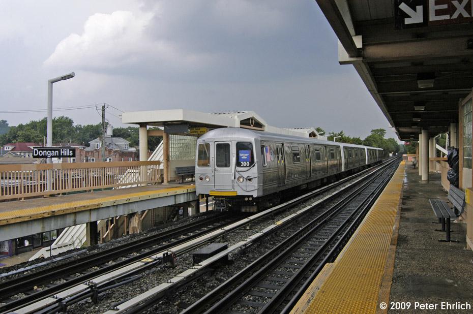 (224k, 930x618)<br><b>Country:</b> United States<br><b>City:</b> New York<br><b>System:</b> New York City Transit<br><b>Line:</b> SIRT<br><b>Location:</b> Dongan Hills <br><b>Car:</b> R-44 SIRT (St. Louis, 1971-1973) 390 <br><b>Photo by:</b> Peter Ehrlich<br><b>Date:</b> 7/29/2009<br><b>Notes:</b> Outbound<br><b>Viewed (this week/total):</b> 2 / 1491