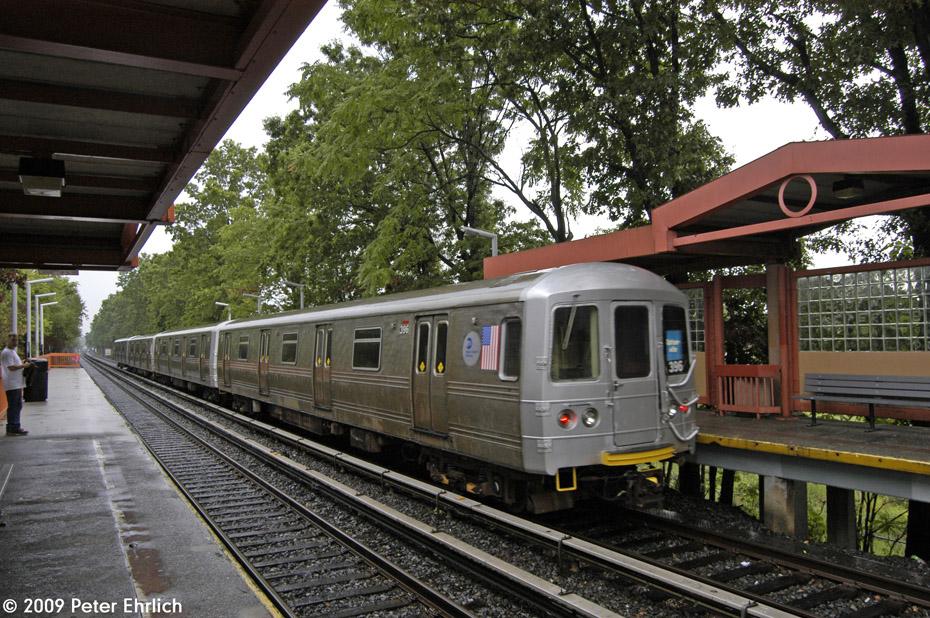 (293k, 930x618)<br><b>Country:</b> United States<br><b>City:</b> New York<br><b>System:</b> New York City Transit<br><b>Line:</b> SIRT<br><b>Location:</b> Eltingville <br><b>Car:</b> R-44 SIRT (St. Louis, 1971-1973) 396 <br><b>Photo by:</b> Peter Ehrlich<br><b>Date:</b> 7/29/2009<br><b>Notes:</b> Inbound<br><b>Viewed (this week/total):</b> 6 / 1441