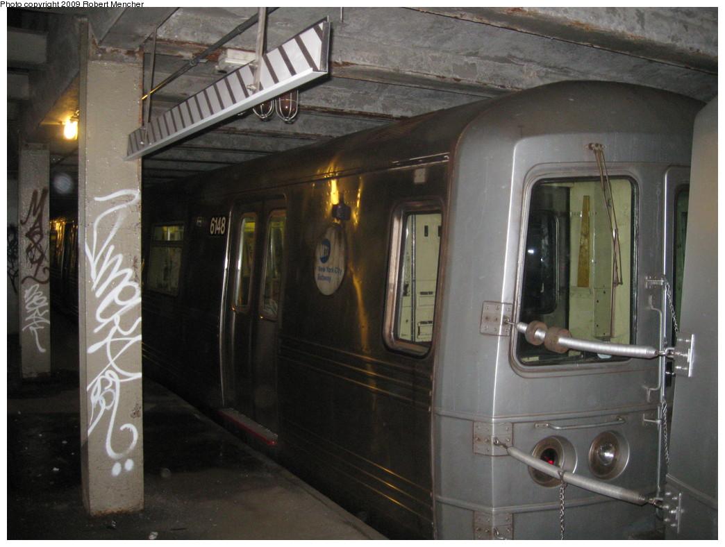 (208k, 1044x788)<br><b>Country:</b> United States<br><b>City:</b> New York<br><b>System:</b> New York City Transit<br><b>Line:</b> IND Crosstown Line<br><b>Location:</b> Bergen Street-Lower Level<br><b>Route:</b> A<br><b>Car:</b> R-46 (Pullman-Standard, 1974-75) 6148 <br><b>Photo by:</b> Robert Mencher<br><b>Date:</b> 4/4/2009<br><b>Notes:</b> Short turn A turnback due to G.O.<br><b>Viewed (this week/total):</b> 5 / 2096