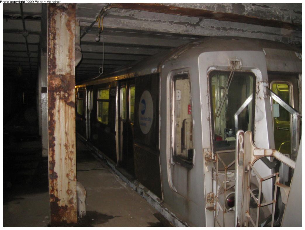 (210k, 1044x788)<br><b>Country:</b> United States<br><b>City:</b> New York<br><b>System:</b> New York City Transit<br><b>Line:</b> IND Crosstown Line<br><b>Location:</b> Bergen Street-Lower Level<br><b>Route:</b> A<br><b>Car:</b> R-40 (St. Louis, 1968)  4282 <br><b>Photo by:</b> Robert Mencher<br><b>Date:</b> 4/4/2009<br><b>Notes:</b> Short turn A turnback due to G.O.<br><b>Viewed (this week/total):</b> 0 / 4915