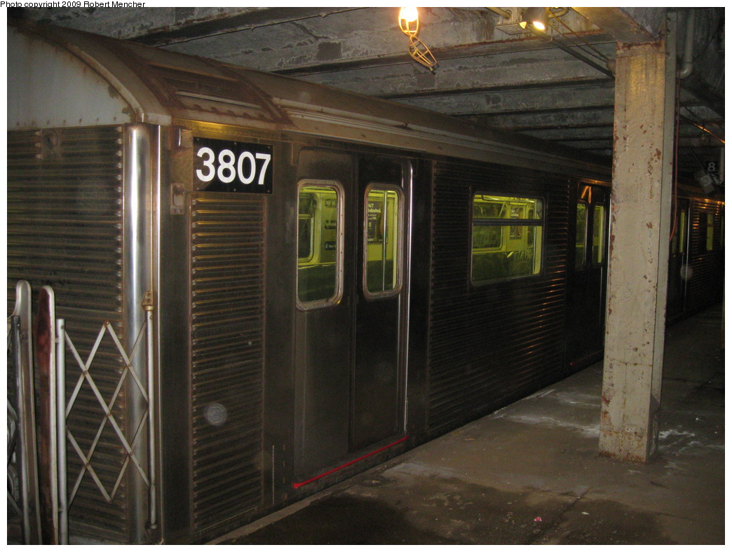 (218k, 1044x788)<br><b>Country:</b> United States<br><b>City:</b> New York<br><b>System:</b> New York City Transit<br><b>Line:</b> IND Crosstown Line<br><b>Location:</b> Bergen Street-Lower Level<br><b>Route:</b> A<br><b>Car:</b> R-32 (Budd, 1964)  3807 <br><b>Photo by:</b> Robert Mencher<br><b>Date:</b> 4/4/2009<br><b>Notes:</b> Short turn A turnback due to G.O.<br><b>Viewed (this week/total):</b> 1 / 2488