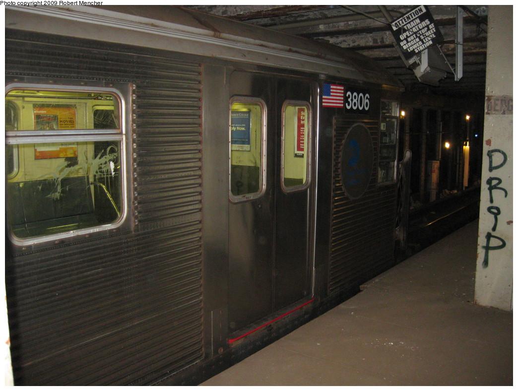 (212k, 1044x788)<br><b>Country:</b> United States<br><b>City:</b> New York<br><b>System:</b> New York City Transit<br><b>Line:</b> IND Crosstown Line<br><b>Location:</b> Bergen Street-Lower Level<br><b>Route:</b> A<br><b>Car:</b> R-32 (Budd, 1964)  3806 <br><b>Photo by:</b> Robert Mencher<br><b>Date:</b> 4/4/2009<br><b>Notes:</b> Short turn A turnback due to G.O.<br><b>Viewed (this week/total):</b> 2 / 2301