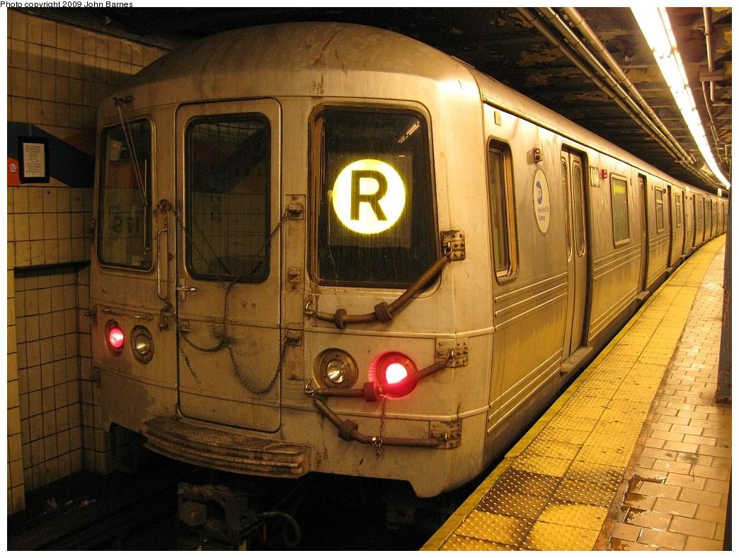 (262k, 1044x788)<br><b>Country:</b> United States<br><b>City:</b> New York<br><b>System:</b> New York City Transit<br><b>Line:</b> IND Queens Boulevard Line<br><b>Location:</b> 179th Street <br><b>Route:</b> R<br><b>Car:</b> R-46 (Pullman-Standard, 1974-75) 6164 <br><b>Photo by:</b> John Barnes<br><b>Date:</b> 3/29/2009<br><b>Viewed (this week/total):</b> 0 / 1373