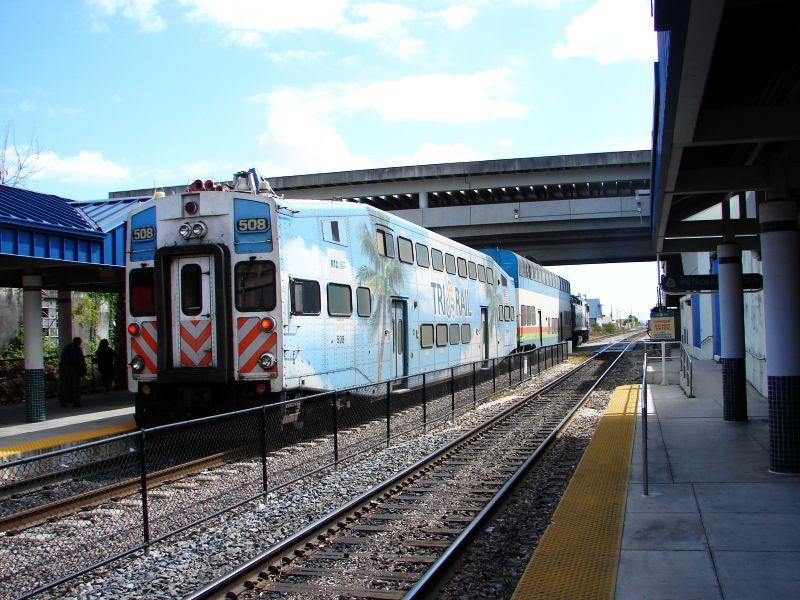 (106k, 800x600)<br><b>Country:</b> United States<br><b>City:</b> Miami, FL<br><b>System:</b> Miami Tri-Rail<br><b>Location:</b> Metrorail Transfer (Metrorail, Amtrak) <br><b>Photo by:</b> Bob Vogel<br><b>Date:</b> 3/6/2009<br><b>Notes:</b> Cab car TRCX 508 trailing train 625<br><b>Viewed (this week/total):</b> 2 / 1096
