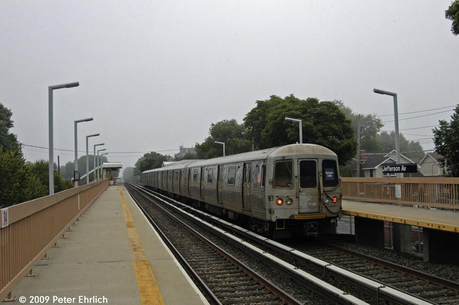 (182k, 930x618)<br><b>Country:</b> United States<br><b>City:</b> New York<br><b>System:</b> New York City Transit<br><b>Line:</b> SIRT<br><b>Location:</b> Jefferson Avenue <br><b>Car:</b> R-44 SIRT (St. Louis, 1971-1973) 400 <br><b>Photo by:</b> Peter Ehrlich<br><b>Date:</b> 7/29/2009<br><b>Notes:</b> Inbound. Trailing view.<br><b>Viewed (this week/total):</b> 5 / 892