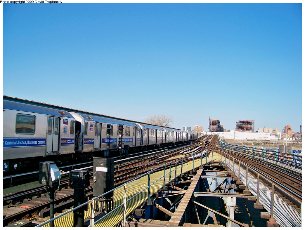 (336k, 1044x788)<br><b>Country:</b> United States<br><b>City:</b> New York<br><b>System:</b> New York City Transit<br><b>Line:</b> IRT Flushing Line<br><b>Location:</b> Willets Point/Mets (fmr. Shea Stadium) <br><b>Route:</b> 7<br><b>Car:</b> R-62A (Bombardier, 1984-1987)  1782 <br><b>Photo by:</b> David Tropiansky<br><b>Date:</b> 4/9/2009<br><b>Viewed (this week/total):</b> 0 / 1396