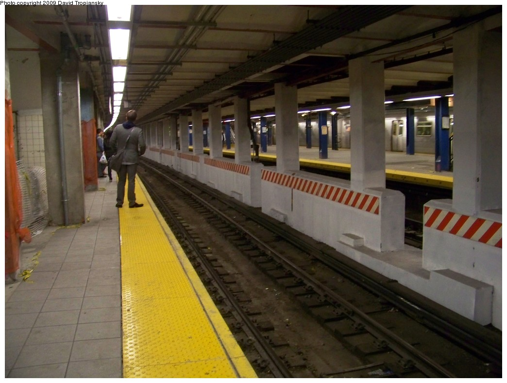 (190k, 1044x788)<br><b>Country:</b> United States<br><b>City:</b> New York<br><b>System:</b> New York City Transit<br><b>Line:</b> IND 8th Avenue Line<br><b>Location:</b> Jay St./Metrotech (Borough Hall) <br><b>Photo by:</b> David Tropiansky<br><b>Date:</b> 4/9/2009<br><b>Notes:</b> Renovations at Jay St., new track divider wall in place.<br><b>Viewed (this week/total):</b> 1 / 2055