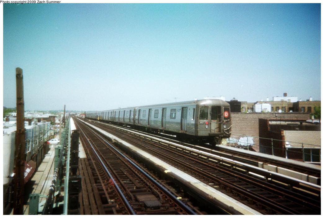 (234k, 1044x703)<br><b>Country:</b> United States<br><b>City:</b> New York<br><b>System:</b> New York City Transit<br><b>Line:</b> BMT West End Line<br><b>Location:</b> 71st Street <br><b>Route:</b> D<br><b>Car:</b> R-68 (Westinghouse-Amrail, 1986-1988)   <br><b>Photo by:</b> Zach Summer<br><b>Date:</b> 5/2006<br><b>Viewed (this week/total):</b> 1 / 992