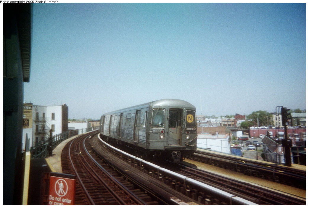 (200k, 1044x703)<br><b>Country:</b> United States<br><b>City:</b> New York<br><b>System:</b> New York City Transit<br><b>Line:</b> BMT West End Line<br><b>Location:</b> 18th Avenue <br><b>Route:</b> N reroute<br><b>Car:</b> R-68 (Westinghouse-Amrail, 1986-1988)   <br><b>Photo by:</b> Zach Summer<br><b>Date:</b> 5/2006<br><b>Viewed (this week/total):</b> 0 / 1230