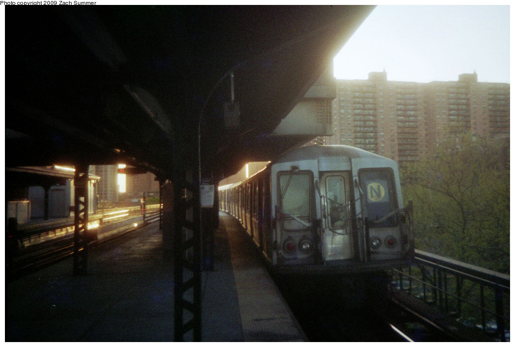 (199k, 1044x703)<br><b>Country:</b> United States<br><b>City:</b> New York<br><b>System:</b> New York City Transit<br><b>Line:</b> BMT Brighton Line<br><b>Location:</b> Ocean Parkway <br><b>Route:</b> N reroute<br><b>Car:</b> R-40 (St. Louis, 1968)   <br><b>Photo by:</b> Zach Summer<br><b>Date:</b> 5/2006<br><b>Notes:</b> N extended via Brighton, Stillwell to Kings Highway<br><b>Viewed (this week/total):</b> 3 / 1344