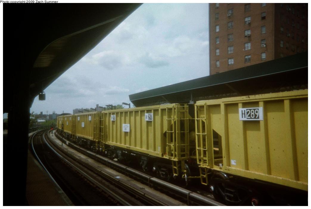 (174k, 1044x703)<br><b>Country:</b> United States<br><b>City:</b> New York<br><b>System:</b> New York City Transit<br><b>Line:</b> BMT Brighton Line<br><b>Location:</b> West 8th Street <br><b>Route:</b> Work Service<br><b>Car:</b> R-80 MoW Hopper (1983, Maxon)  297/289 <br><b>Photo by:</b> Zach Summer<br><b>Date:</b> 5/2006<br><b>Viewed (this week/total):</b> 0 / 1002