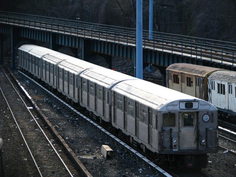 (183k, 800x600)<br><b>Country:</b> United States<br><b>City:</b> New York<br><b>System:</b> New York City Transit<br><b>Location:</b> Concourse Yard<br><b>Car:</b> R-38 (St. Louis, 1966-1967)  3994 <br><b>Photo by:</b> Andrew Johnson<br><b>Date:</b> 3/20/2009<br><b>Viewed (this week/total):</b> 0 / 1561