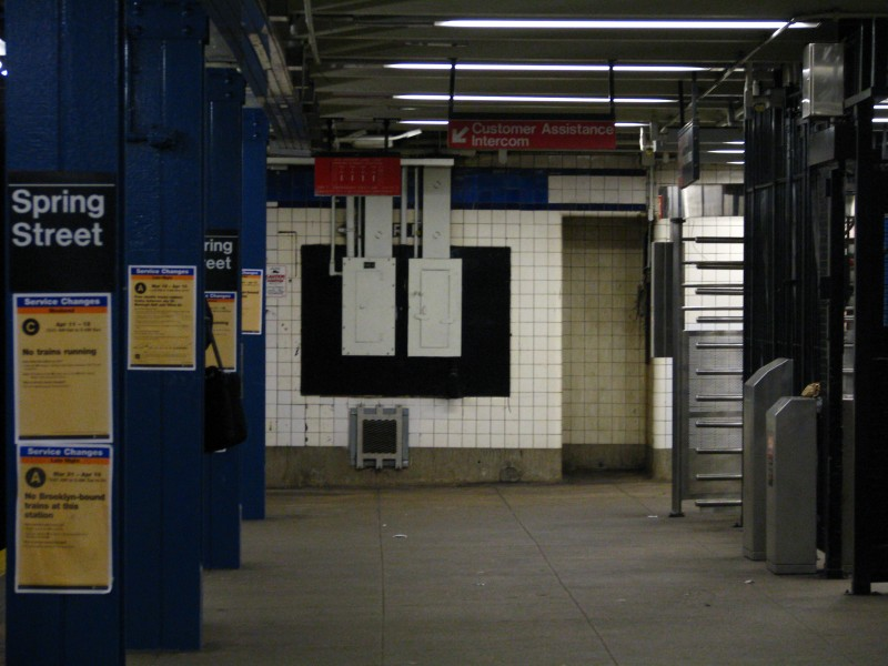 (107k, 800x600)<br><b>Country:</b> United States<br><b>City:</b> New York<br><b>System:</b> New York City Transit<br><b>Line:</b> IND 8th Avenue Line<br><b>Location:</b> Spring Street <br><b>Photo by:</b> Bill E.<br><b>Date:</b> 4/9/2009<br><b>Viewed (this week/total):</b> 0 / 1122