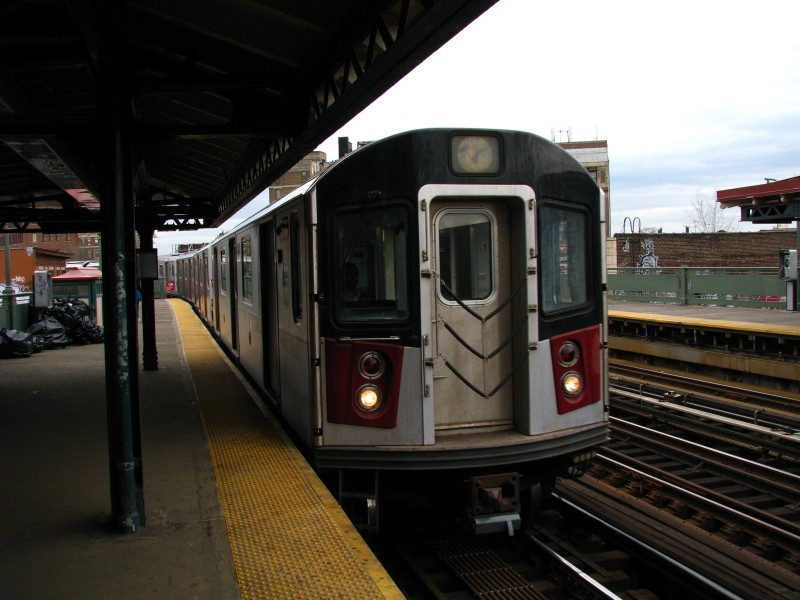 (112k, 800x600)<br><b>Country:</b> United States<br><b>City:</b> New York<br><b>System:</b> New York City Transit<br><b>Line:</b> IRT White Plains Road Line<br><b>Location:</b> Simpson Street <br><b>Car:</b> R-142 or R-142A (Number Unknown)  <br><b>Photo by:</b> Bill E.<br><b>Date:</b> 4/4/2009<br><b>Viewed (this week/total):</b> 1 / 1561