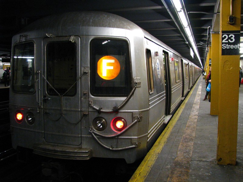 (124k, 800x600)<br><b>Country:</b> United States<br><b>City:</b> New York<br><b>System:</b> New York City Transit<br><b>Line:</b> IND 8th Avenue Line<br><b>Location:</b> 23rd Street <br><b>Route:</b> F reroute<br><b>Car:</b> R-46 (Pullman-Standard, 1974-75)  <br><b>Photo by:</b> Bill E.<br><b>Date:</b> 4/4/2009<br><b>Viewed (this week/total):</b> 0 / 1414