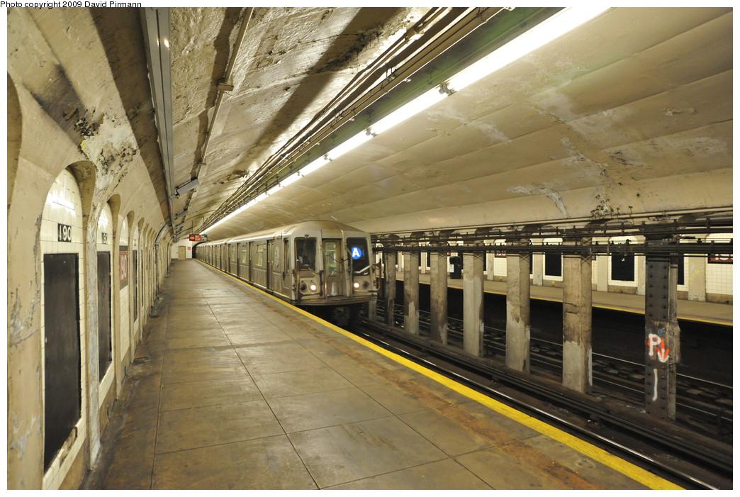 (282k, 1044x701)<br><b>Country:</b> United States<br><b>City:</b> New York<br><b>System:</b> New York City Transit<br><b>Line:</b> IND 8th Avenue Line<br><b>Location:</b> 190th Street/Overlook Terrace <br><b>Route:</b> A<br><b>Car:</b> R-40 (St. Louis, 1968)  4153 <br><b>Photo by:</b> David Pirmann<br><b>Date:</b> 4/10/2009<br><b>Viewed (this week/total):</b> 0 / 1328