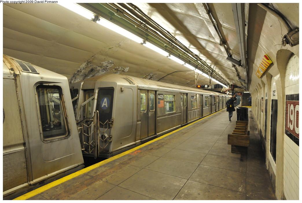 (273k, 1044x701)<br><b>Country:</b> United States<br><b>City:</b> New York<br><b>System:</b> New York City Transit<br><b>Line:</b> IND 8th Avenue Line<br><b>Location:</b> 190th Street/Overlook Terrace <br><b>Route:</b> A<br><b>Car:</b> R-40 (St. Louis, 1968)  4425 <br><b>Photo by:</b> David Pirmann<br><b>Date:</b> 4/10/2009<br><b>Viewed (this week/total):</b> 1 / 1186