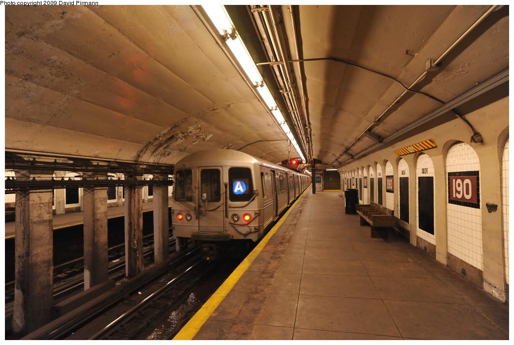 (260k, 1044x701)<br><b>Country:</b> United States<br><b>City:</b> New York<br><b>System:</b> New York City Transit<br><b>Line:</b> IND 8th Avenue Line<br><b>Location:</b> 190th Street/Overlook Terrace <br><b>Route:</b> A<br><b>Car:</b> R-44 (St. Louis, 1971-73) 5464 <br><b>Photo by:</b> David Pirmann<br><b>Date:</b> 4/10/2009<br><b>Viewed (this week/total):</b> 0 / 1232