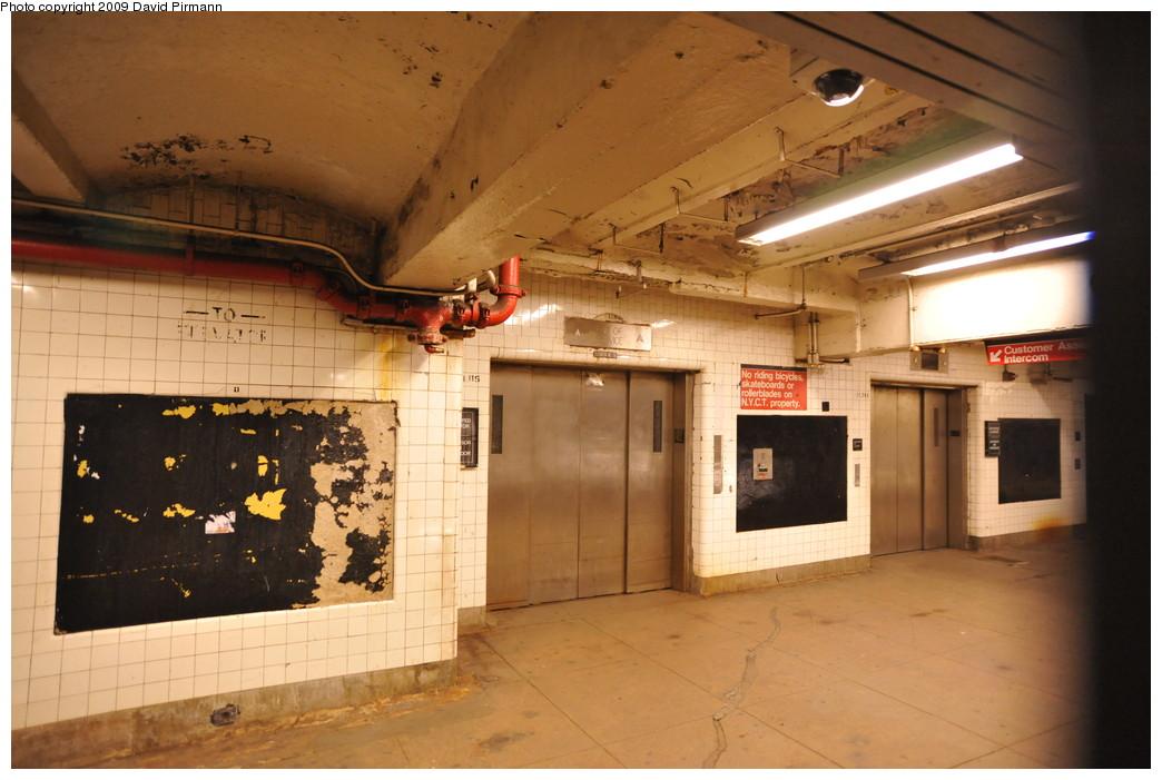 (237k, 1044x701)<br><b>Country:</b> United States<br><b>City:</b> New York<br><b>System:</b> New York City Transit<br><b>Line:</b> IND 8th Avenue Line<br><b>Location:</b> 190th Street/Overlook Terrace <br><b>Photo by:</b> David Pirmann<br><b>Date:</b> 4/10/2009<br><b>Viewed (this week/total):</b> 2 / 1200