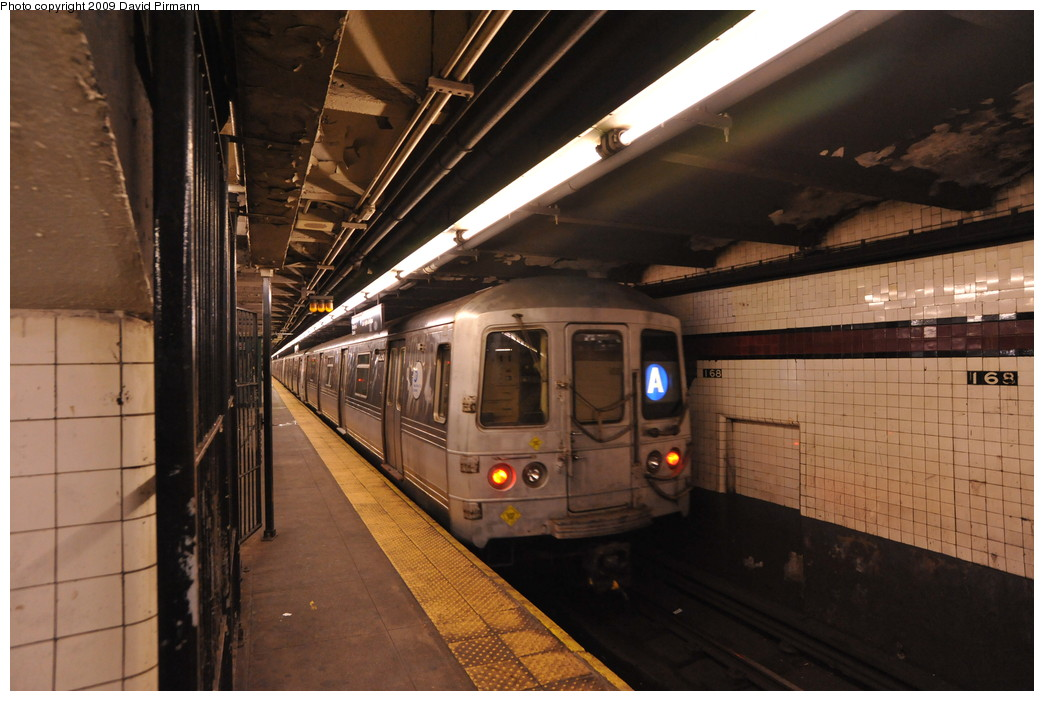 (247k, 1044x701)<br><b>Country:</b> United States<br><b>City:</b> New York<br><b>System:</b> New York City Transit<br><b>Line:</b> IND 8th Avenue Line<br><b>Location:</b> 168th Street <br><b>Route:</b> A<br><b>Car:</b> R-44 (St. Louis, 1971-73) 5296 <br><b>Photo by:</b> David Pirmann<br><b>Date:</b> 4/10/2009<br><b>Viewed (this week/total):</b> 0 / 1001